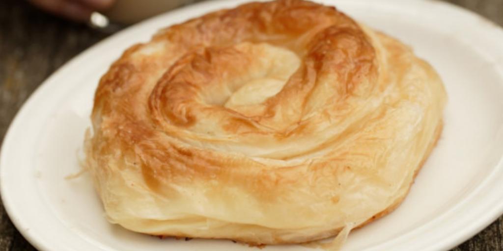 Лучший завтрак в Болгарии: тесто с яйцом и сыром