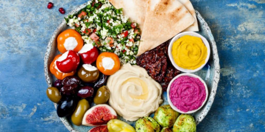 Лучший завтрак в Турции: лепешки, сыр, оливки, помидоры и т. д.