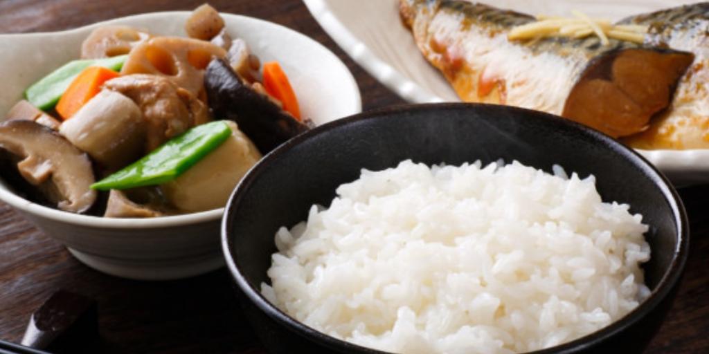Лучший завтрак в Японии: рис, рыба, суп и маринованные овощи